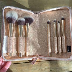 NWOT Sephora Brushes with Case
